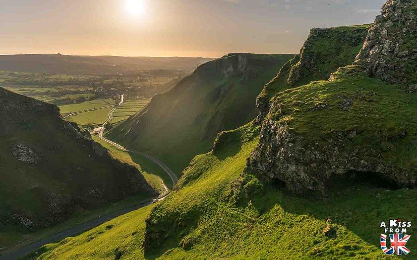 Winnats Pass - A faire et à voir absolument dans le Peak District en Angleterre. Visiter les plus beaux endroits du Peak District avec notre guide complet. A Kiss From UK, le blog du voyage en Angleterre.