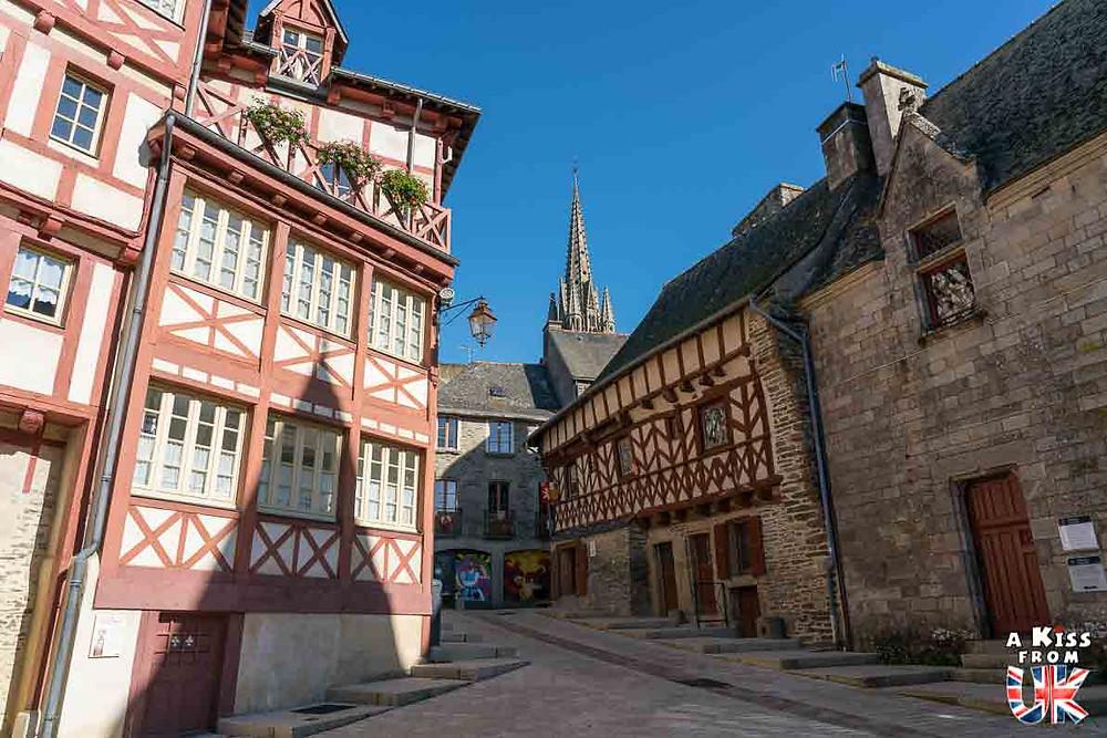 Visiter Josselin dans le Morbihan et avoir l'impression d'être à York en Angleterre | Visiter la Bretagne pour retrouver les paysages de Grande-Bretagne - Découvrez les plus beaux endroits de Bretagne et de Normandie qui font penser à l'Angleterre, à l'Ecosse ou au Pays de Galles |  A Kiss from UK - blog voyage