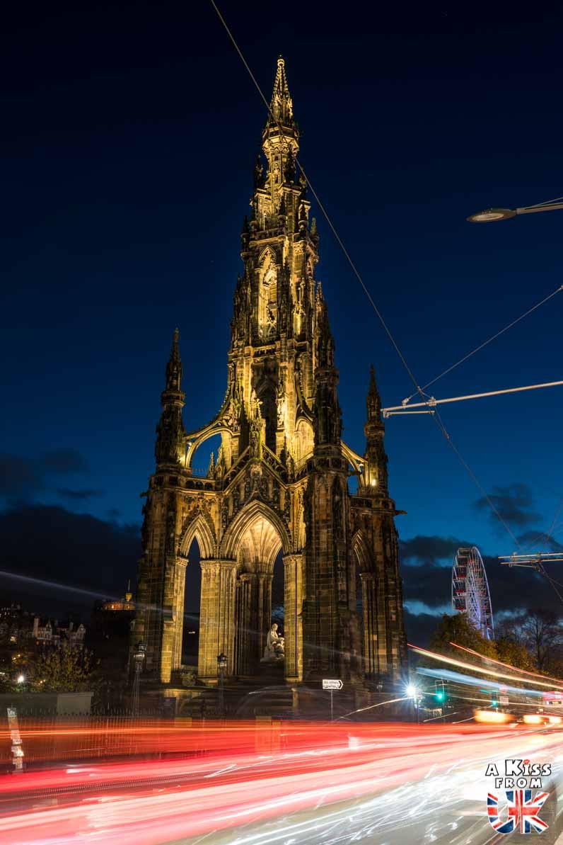 Scott's Monument de nuit - Les plus belles photos d'Édimbourg de nuit. Visiter Édimbourg la nuit, sortie nocturne à Édimbourg dans les plus beaux endroits et les lieux hantés de la capitale écossaise. Que faire à Édimbourg la nuit ?