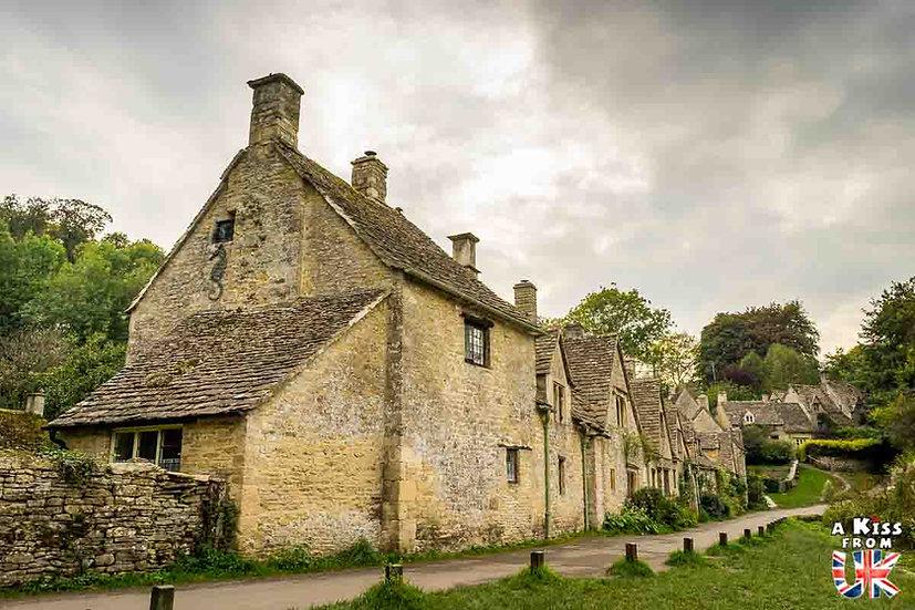 Bibury - Que voir et que faire dans les Cotswolds en Angleterre ? Visiter les Cotswolds et ses plus beaux endroits avec notre guide voyage. - A Kiss from UK, le blog du voyage en Angleterre.