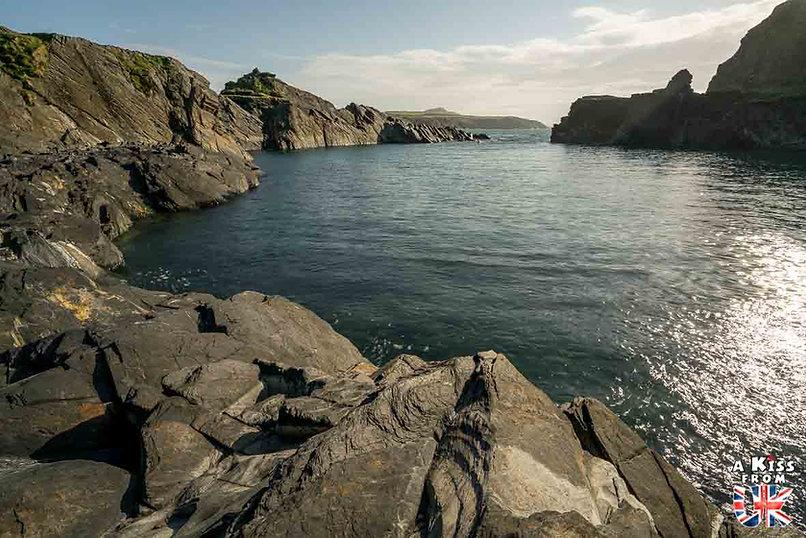 Blue Lagoon dans le Pembrokeshire - Les endroits à voir absolument au Pays de Galles en dehors de Cardiff – Découvrez quels sont les lieux incontournables au Pays de Galles et les plus beaux endroits du Pays de Galles à visiter pendant votre voyage   A Kiss from UK