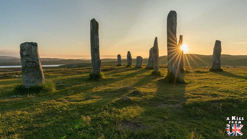 Les pierres dressées de Callanais sur Lewis et Harris en Ecosse - Les plus belles ruines de Grande-Bretagne. Découvrez quels sont les plus beaux lieux abandonnés d'Angleterre, d'Ecosse et du Pays de Galles avec A Kiss from UK.