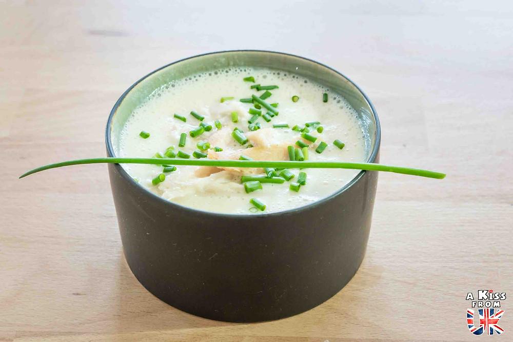 Le Cullen Skink, une spécialité culinaire écossaise à goûter pendant votre voyage en Ecosse.