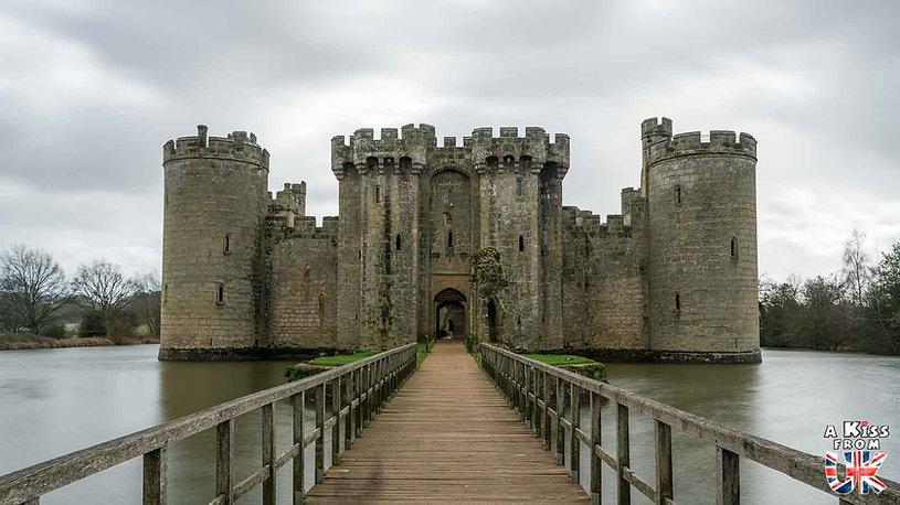Bodiam Castle dans le Sussex en Angleterre - Les plus belles ruines de Grande-Bretagne. Découvrez quels sont les plus beaux lieux abandonnés d'Angleterre, d'Ecosse et du Pays de Galles avec A Kiss from UK.