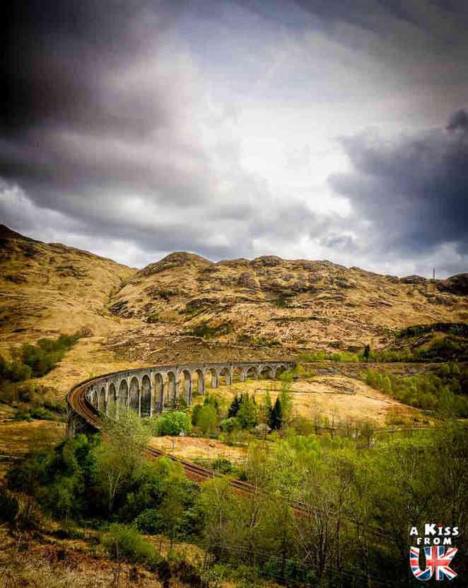Le Viaduc de Glenfinnan - Les plus beaux lieux de tournage de la saga Harry Potter en Grande-Bretagne - A Kiss from UK, guide et blog voyage ecosse angleterre pays de galles.