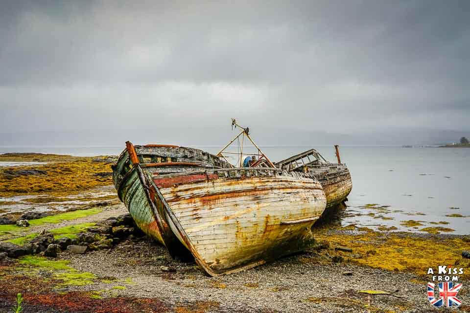 Découvrir les bateaux de pêche abandonnés de la presqu'île de Crozon et se croire sur l'île de Mull en Ecosse | Visiter la Bretagne pour retrouver les paysages de Grande-Bretagne  | A Kiss fom UK