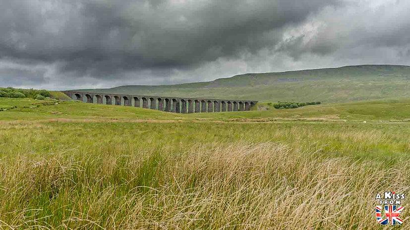 Le Viaduc de Ribblehead - Que voir dans les Yorkshire Dales en Angleterre ? Visiter les Yorkshire Dales avec A Kiss from UK, le blog du voyage en Ecosse, Angleterre et Pays de Galles.