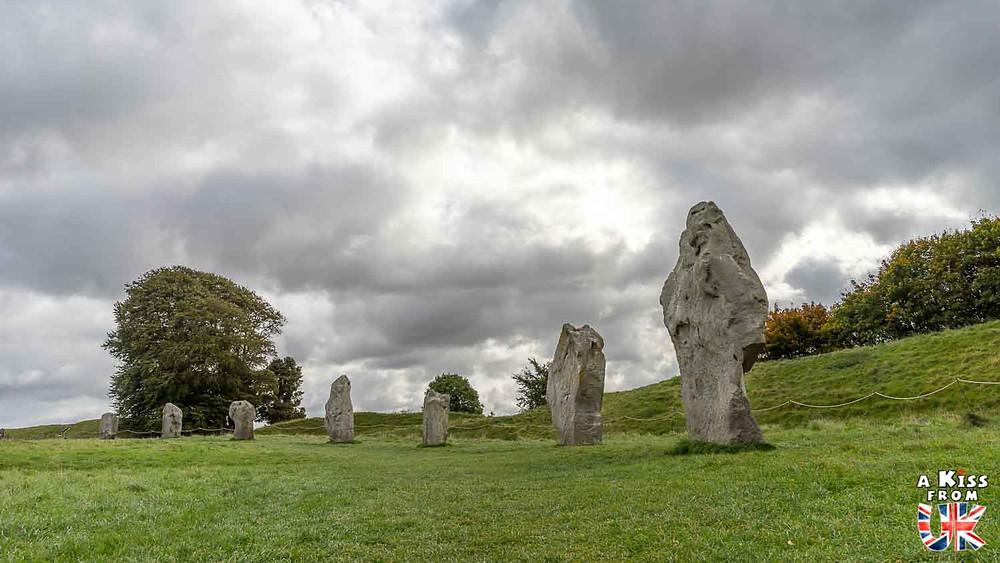 Visiter les mégalithes du site de Carnac et se croire sur le site d'Avebury dans le Wiltshire en Angleterre | Visiter la Bretagne pour retrouver les paysages de Grande-Bretagne  | A Kiss fom UK