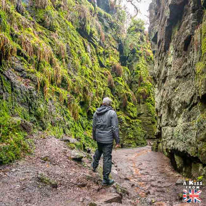 Lud's Church - Que voir dans le Peak District en Angleterre ? Visiter le Peak District avec A Kiss from UK, guide & blog voyage sur l'Ecosse, l'Angleterre et le Pays de Galles.