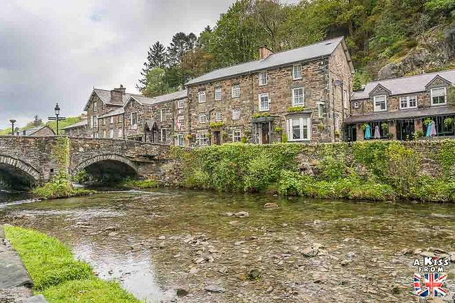 Le village de Beddgelert dans le Snowdonia au Pays de Galles - Découvrez les 30 plus beaux villages de Grande-Bretagne. Le classement des plus beaux villages d'Angleterre, d'Ecosse et du Pays de Galles par A Kiss from UK