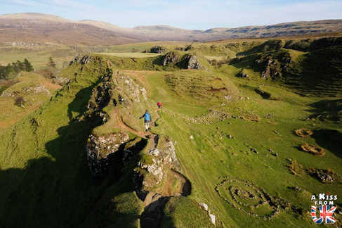 Fairy Glen sur l'île de Skye - Visiter l'île de Skye en 4 Jours. A voir et à faire. Lieux à voir et itinéraire de Roadtrip en Ecosse sur l'île de Skye - A Kiss from UK le guide et  blog voyage Ecosse, Angleterre et Pays de Galles