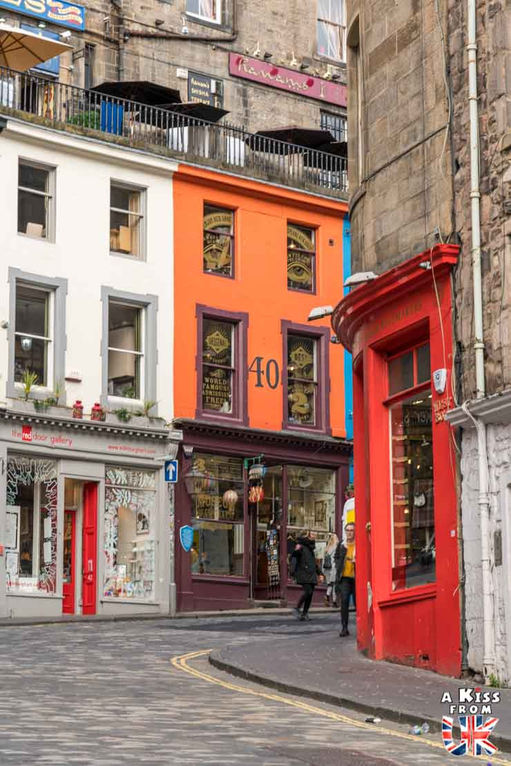 Victoria Street à Edimbourg -  50 photos qui vont vous donner envie de voyager en Ecosse après l'épidémie de coronavirus - Découvrez en image les plus beaux endroits d'Ecosse à visiter.