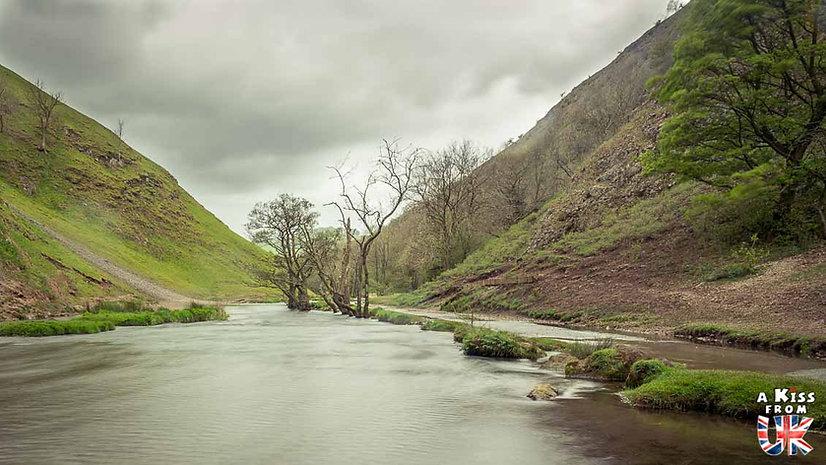 Dovedale - A faire et à voir absolument dans le Peak District en Angleterre. Visiter les plus beaux endroits du Peak District avec notre guide complet. A Kiss From UK, le blog du voyage en Angleterre.