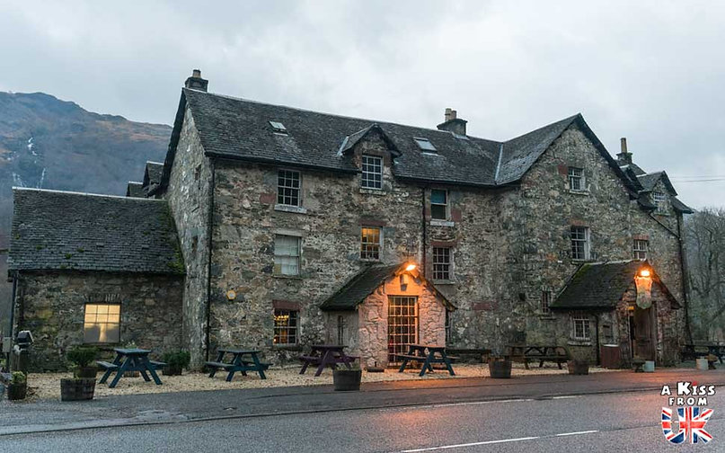 Le Drovers Inn, le pub le plus hanté d'Ecosse - 50 endroits à voir absolument en Ecosse – Découvrez les lieux incontournables en Ecosse et les plus beaux endroits d'Ecosse à visiter pendant votre voyage | A Kiss from UK