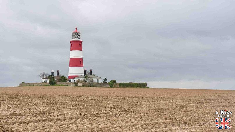 Le phare d'Happisburgh dans le Norfolk - Les lieux à voir absolument en Angleterre en dehors de Londres. Découvrez quels sont les plus beaux endroits d'Angleterre et les incontournables à visiter en dehors de Londres lors de votre voyage - A Kiss from UK, le blog du voyage en Grande-Bretagne.