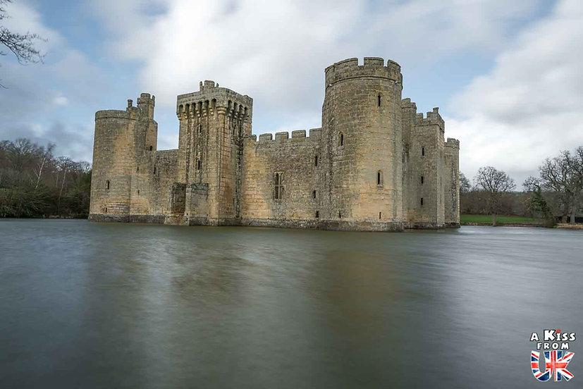 Le château de Bodiam - Que voir absolument dans le Sussex en Angleterre ? Visiter le Sussex  et ses plus beaux endroits avec A Kiss from UK, le guide et blog du voyage en Angleterre.