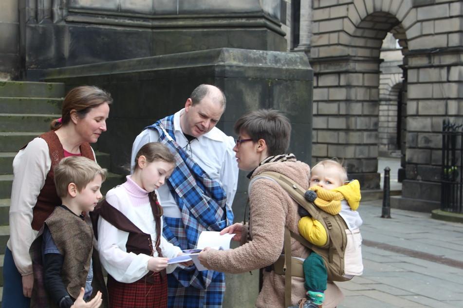 Tours et détours d'Edimbourg - Visiter Edimbourg avec un guide français - découvrez tous les guides français à Edimbourg ainsi que les professionnels du tourisme francophones et indépendants en Ecosse. | A Kiss from UK