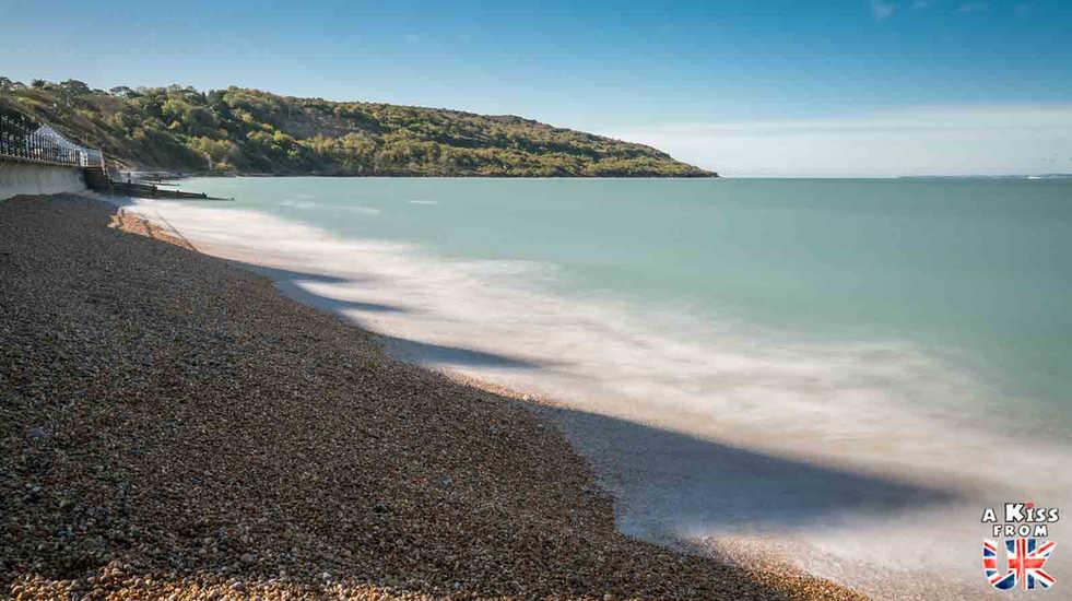 Totland Bay - Que faire et que voir sur l'île de Wight en Angleterre ? Visiter l'île de Wight et ses plus beaux endroits avec A Kiss From UK, le blog du voyage en Grande-Bretagne.