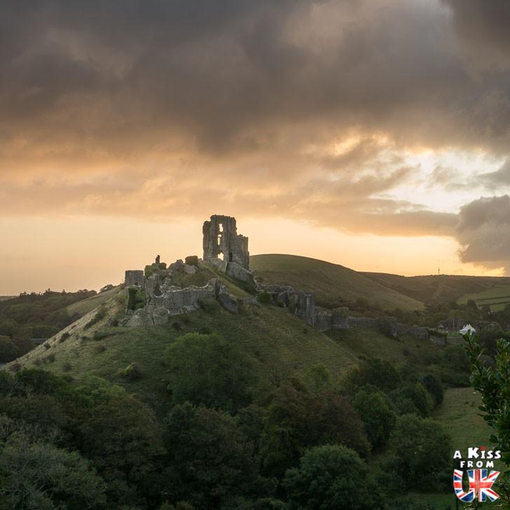 Corfe Castle dans le Dorset - 30 photos qui vont vous donner envie de voyager en Angleterre après l'épidémie de coronavirus - Découvrez les plus belles destinations et les plus belles régions d'Angleterre à visiter.