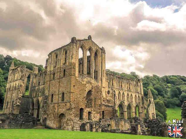 Rievaulx Abbey - Que voir dans les North York Moors en Angleterre ? Visiter les North York Moors avec A Kiss from UK, le guide & blog du voyage en Ecosse, Angleterre et Pays de Galles
