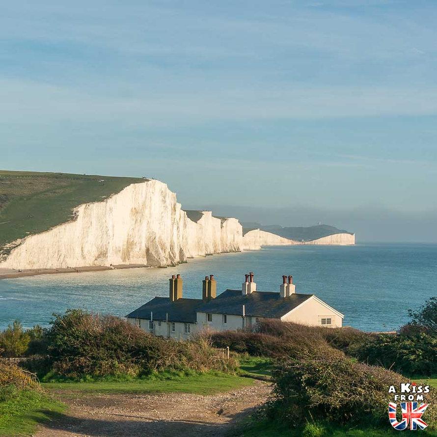 Les Seven Sisters dans le Sussex - Les lieux à voir absolument en Angleterre en dehors de Londres. Découvrez quels sont les plus beaux endroits d'Angleterre et les incontournables à visiter en dehors de Londres lors de votre voyage - A Kiss from UK, le blog du voyage en Grande-Bretagne.