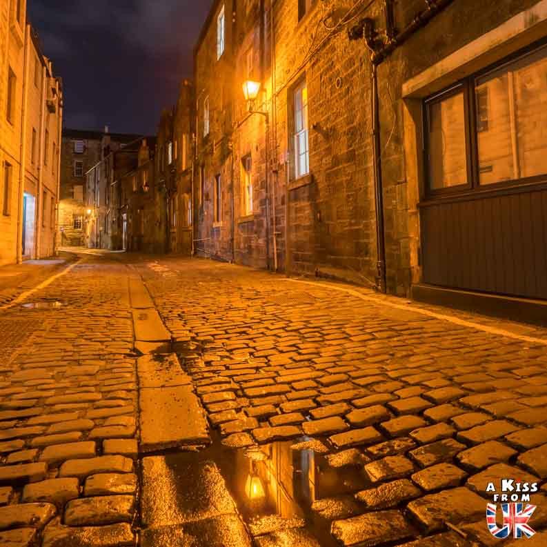 Atholl Crescent Lane - Les plus belles photos d'Édimbourg de nuit. Visiter Édimbourg la nuit, sortie nocturne à Édimbourg dans les plus beaux endroits et les lieux hantés de la capitale écossaise. Que faire à Édimbourg la nuit ?