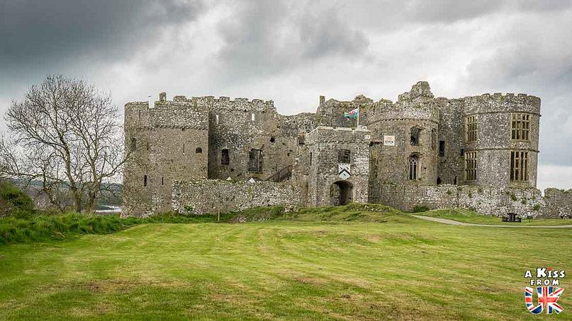 Carew Castle dans le Pembrokeshire - Les endroits à voir absolument au Pays de Galles en dehors de Cardiff – Découvrez quels sont les lieux incontournables au Pays de Galles et les plus beaux endroits du Pays de Galles à visiter pendant votre voyage   A Kiss from UK