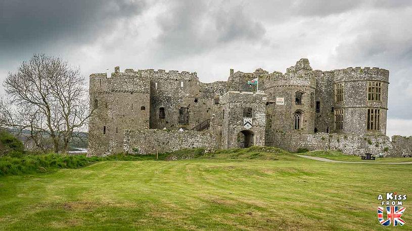 Carew Castle dans le Pembrokeshire au Pays de Galles - Les plus belles ruines de Grande-Bretagne. Découvrez quels sont les plus beaux lieux abandonnés d'Angleterre, d'Ecosse et du Pays de Galles avec A Kiss from UK.