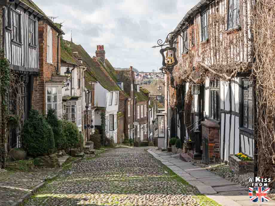 Visiter le village de Rochefort-en-Terre dans le Morbihan et se croire à Rye dans le Sussex en Angleterre | Visiter la Bretagne pour retrouver les paysages de Grande-Bretagne  | A Kiss fom UK