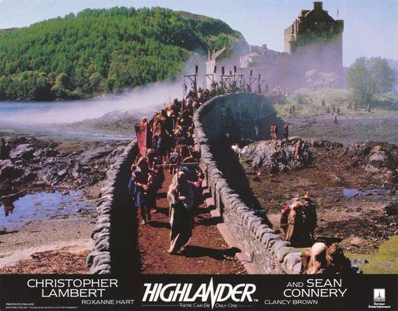Highlander tourné à Eilean Donan Castle en Ecosse.