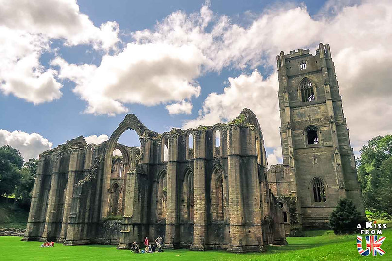 Fountains Abbey dans les Yorkshire Dales - Visiter l'Angleterre : les incontournables ! - 25 endroits à voir absolument en Angleterre en dehors de Londres - A Kiss from UK, le guide et blog du voyage en Grande-Bretagne.
