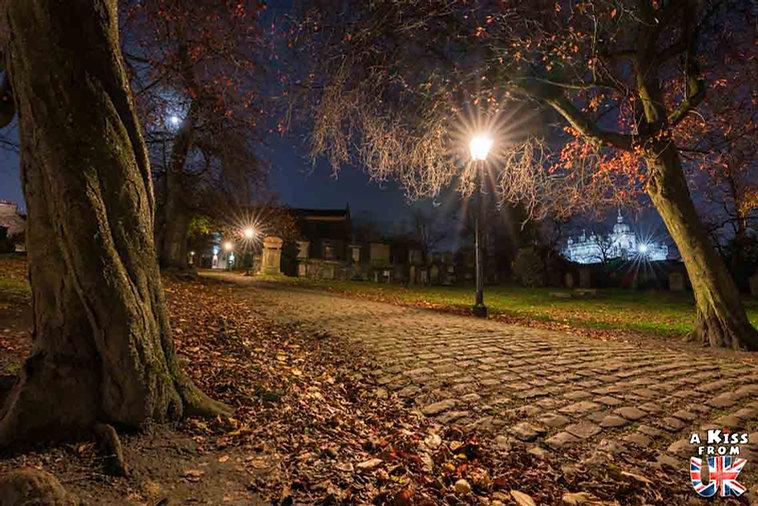 Le cimetière de Greyfriars à Edimbourg - Visiter Edimbourg : les endroits à voir absolument dans la capitale de l'Ecosse - Découvrez les plus beaux lieux d'Edimbourg avec le guide complet d'A Kiss from UK, le blog du voyage en Ecosse.