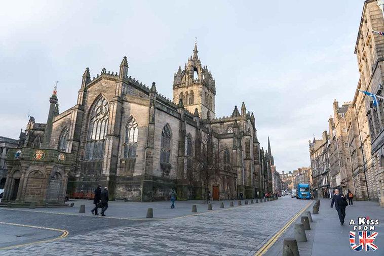 La Cathédrale St Giles d'Edimbourg - Visiter Edimbourg : les endroits à voir absolument dans la capitale de l'Ecosse - Découvrez les plus beaux lieux d'Edimbourg avec le guide complet d'A Kiss from UK, le blog du voyage en Ecosse.