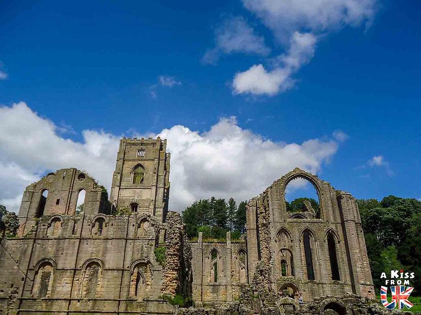 Fountains Abbey - Que voir dans les Yorkshire Dales en Angleterre ? Visiter le Parc National des Yorkshire Dales avec A Kiss from UK, le blog du voyage en Grande-Bretagne.