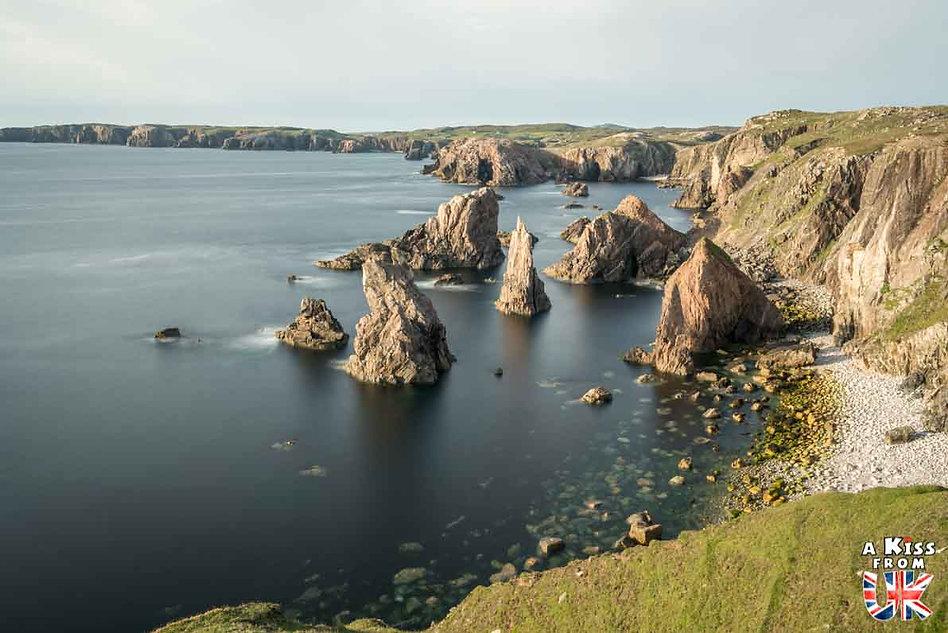 Les falaises de Mangersta sur l'île de Lewis et Harris dans les Hébrides Extérieures - Les plus beaux paysages d'Ecosse. Découvrez quels sont les plus beaux endroits d'Ecosse et les plus belles merveilles naturelles d'Ecosse avec A Kiss from UK, le guide et blog du voyage en Grande-Bretagne.