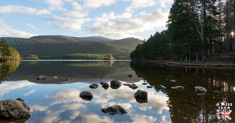 Le Loch An Eilein - 50 endroits à voir absolument en Ecosse – Découvrez les lieux incontournables en Ecosse et les plus beaux endroits d'Ecosse à visiter pendant votre voyage | A Kiss from UK