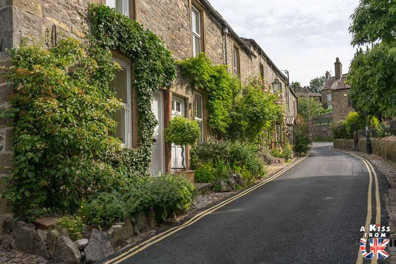 Visiter Montcontour dans les Côtes d'Armor et se croire à Grassington dans les Yorkshire Dales en Angleterre | Visiter la Bretagne pour retrouver les paysages de Grande-Bretagne  | A Kiss fom UK