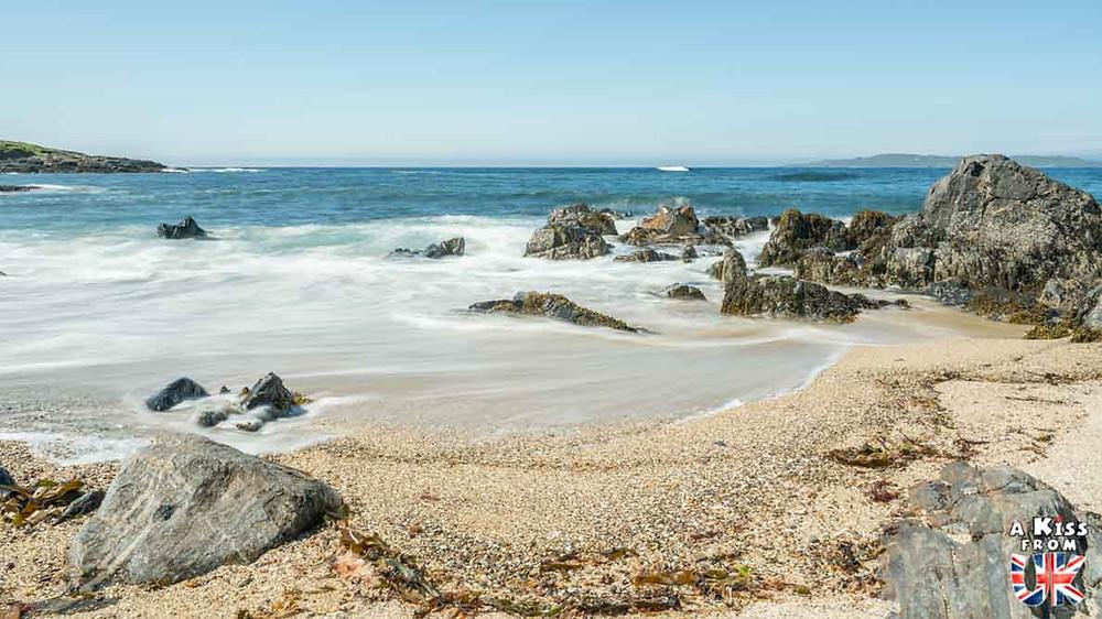 Visiter la plage du Kador sur la presqu'île de Crozon et se croire sur les plages de Lewis et Harris, dans les Hébrides Extérieures en Ecosse | Visiter la Bretagne pour retrouver les paysages de Grande-Bretagne  | A Kiss fom UK