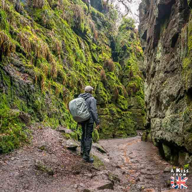 Lud's Church dans le Peak District - 30 photos qui vont vous donner envie de voyager en Angleterre après l'épidémie de coronavirus - Découvrez les plus belles destinations et les plus belles régions d'Angleterre à visiter.