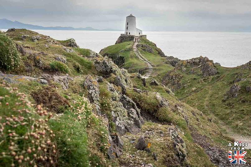 Llanddwyn Bay sur l'île d'Anglesey - Les endroits à voir absolument au Pays de Galles en dehors de Cardiff – Découvrez quels sont les lieux incontournables au Pays de Galles et les plus beaux endroits du Pays de Galles à visiter pendant votre voyage   A Kiss from UK