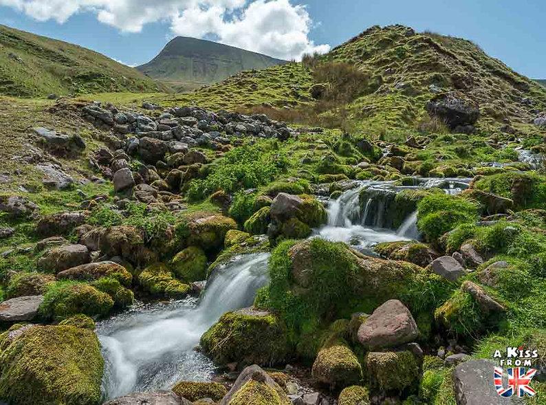 Llyn y Fan dans les Brecon Beacons - Que voir dans les Brecon Beacons au Pays de Galles - Visiter le Parc National des Brecon Beacons avec A Kiss from UK, le guide et blog du voyage en Grande-Bretagne.