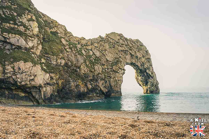 Durdle Door - Que faire et que voir dans le Dorset en Angleterre ? Visiter les plus beaux endroits du Dorset avec notre guide complet sur cette région anglaise - A Kiss from UK, le blog du voyage en Angleterre.