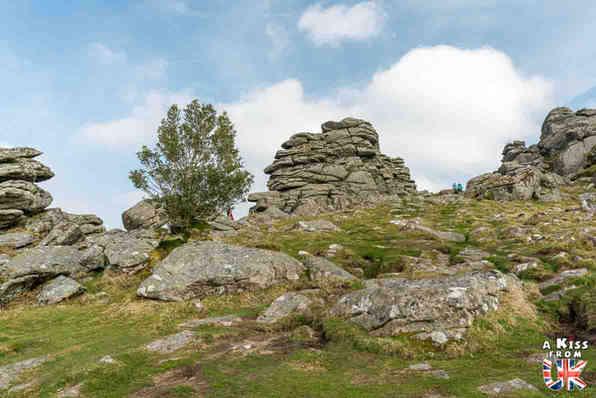 Hound Tor - Que faire dans le Dartmoor en Angleterre ? Visiter les plus beaux endroits à voir absolument dans le Devont t le Dartmoor avec notre guide voyage.