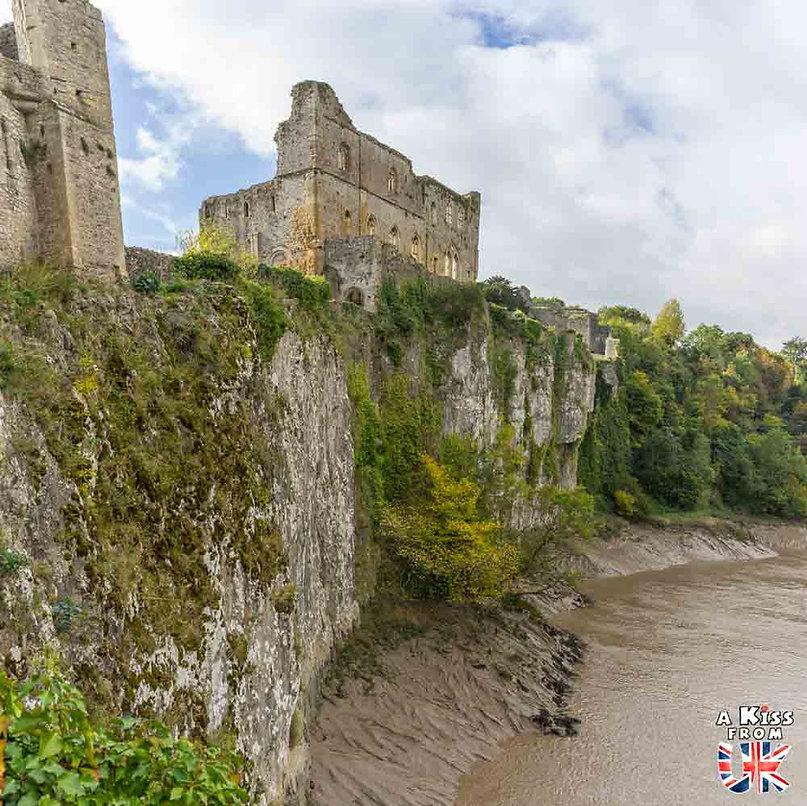 Chepstow Castle dans le Monmouthshire - Les endroits à voir absolument au Pays de Galles en dehors de Cardiff – Découvrez quels sont les lieux incontournables au Pays de Galles et les plus beaux endroits du Pays de Galles à visiter pendant votre voyage   A Kiss from UK