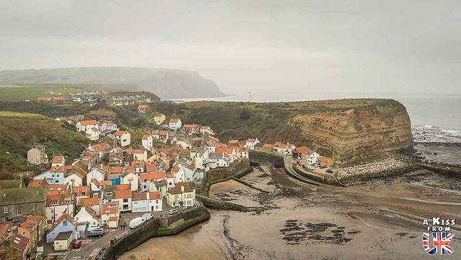 Le village de Staithes dans le Yorkshire en Angleterre  - Découvrez les 30 plus beaux villages de Grande-Bretagne. Le classement des plus beaux villages d'Angleterre, d'Ecosse et du Pays de Galles par A Kiss from UK