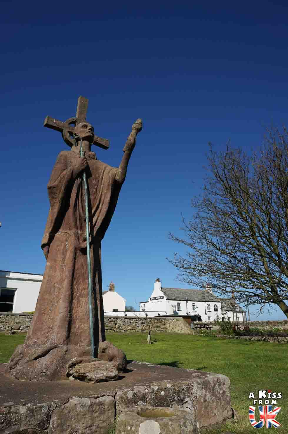 La statue de St Aidan sur Lindisfarne. - Lindisfarne et la première invasion viking de l'Histoire en 793