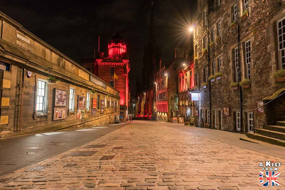 Royal Mile de nuit - Les plus belles photos d'Édimbourg de nuit. Visiter Édimbourg la nuit, sortie nocturne à Édimbourg dans les plus beaux endroits et les lieux hantés de la capitale écossaise. Que faire à Édimbourg la nuit ?