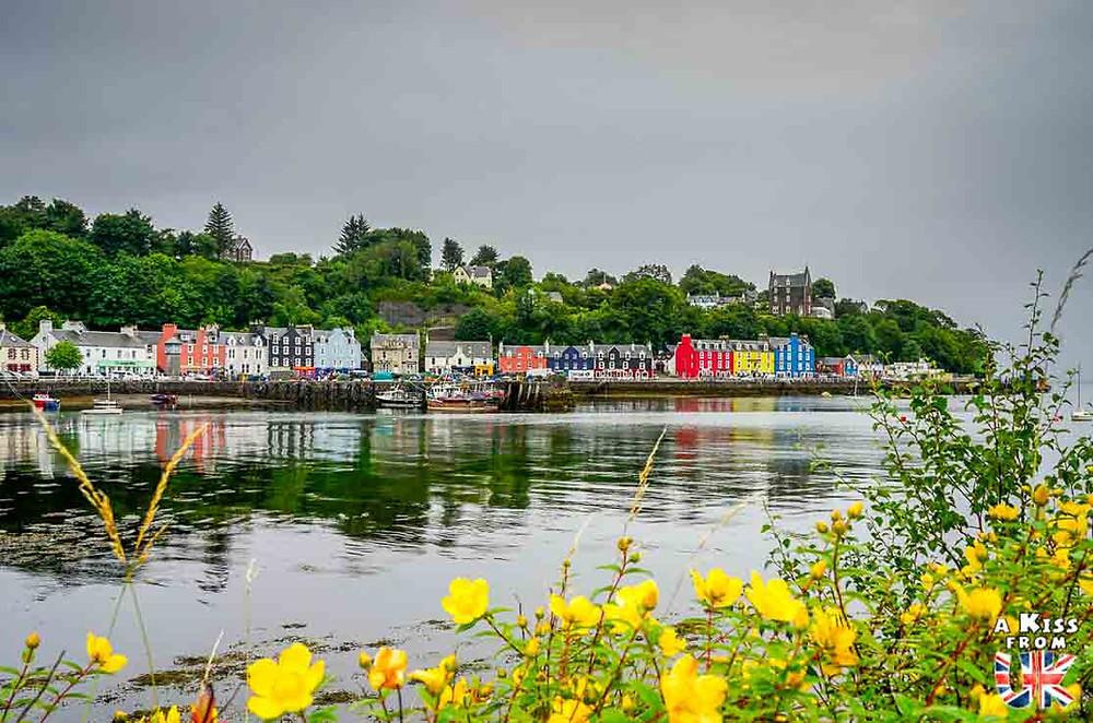 Visiter Morgat et ses maisons colorées sur la presqu'île de Crozon et se croire à Tobermory sur l'île de Mull en Ecosse | Visiter la Bretagne pour retrouver les paysages de Grande-Bretagne  | A Kiss fom UK