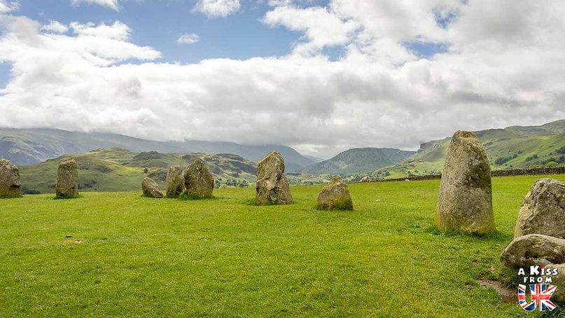 Castlerigg Stone Circle dans le Lake District - Les lieux à voir absolument en Angleterre en dehors de Londres. Découvrez quels sont les plus beaux endroits d'Angleterre et les incontournables à visiter en dehors de Londres lors de votre voyage - A Kiss from UK, le blog du voyage en Grande-Bretagne.