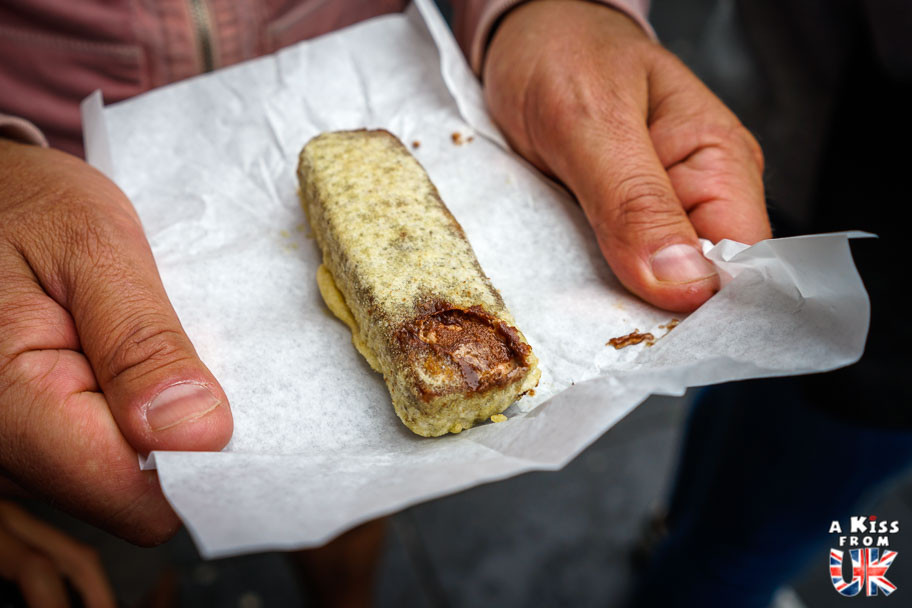 La barre Mars frit, une spécialité culinaire écossaise à goûter pendant votre voyage en Ecosse.